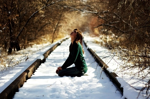 girl-photography-railway-snow-waiting-Favim.com-137586.jpg