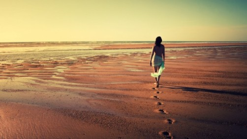 Alone-Girls-on-Beach-Desktop-Picture-624x351.jpg